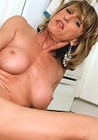 Mature slut fucks massive dildo