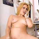 Horny MILF likes her anal beads