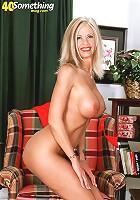 Big titted milf pleasures herself