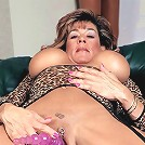 Matured lady exposes her huge rack