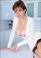 Stunning brit wife